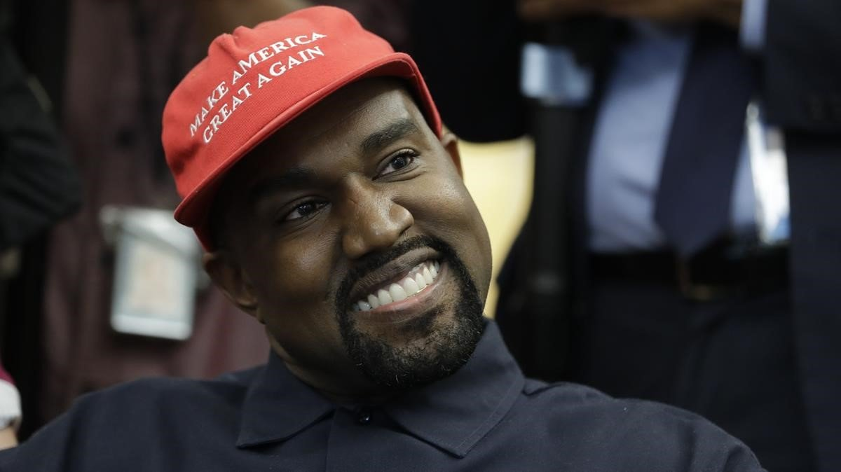 Kanye West, con una gorra con el texto 'Make America great again', en el 2018