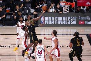 LeBron James, tuvo otra noche excepcional con 33 puntos, 9 rebotes y 9 asistencias.