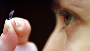 Tus lentillas desechables están contaminando el océano