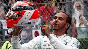 Lewis Hamilton (Mercedes) celebra su tercera victoria en Mónaco y homenajea a Niki Lauda