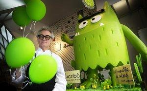 Christian Escribà, con el monstruo verde.