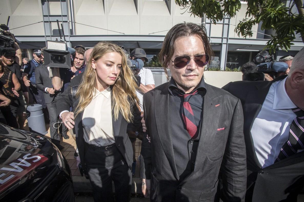 Johnny Depp y su esposa, la también actriz Amber Heard, a su llegada al tribunal australiano, en Southport, el pasado abril.