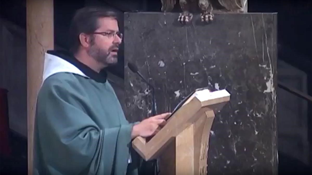 El monje Sergi dAssís, durante su homilia de este domingo en la abadía de Montserrat.