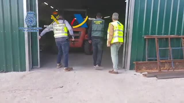Operación conjunta de la Policía Nacional, Guardia Civil y Agencia Tributaria contra una organización dedicada a la fabricación clandestina de cajetillas de tabaco.