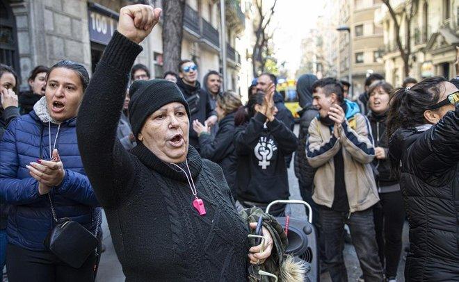 Paralización temporal de una orden de desahucio para un piso de la calle Riera Alta, en Barcelona.