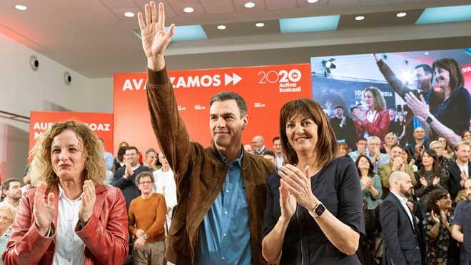 Pedro Sánchez, con la candidata socialista a las elecciones vascas, Idoia Mendia.