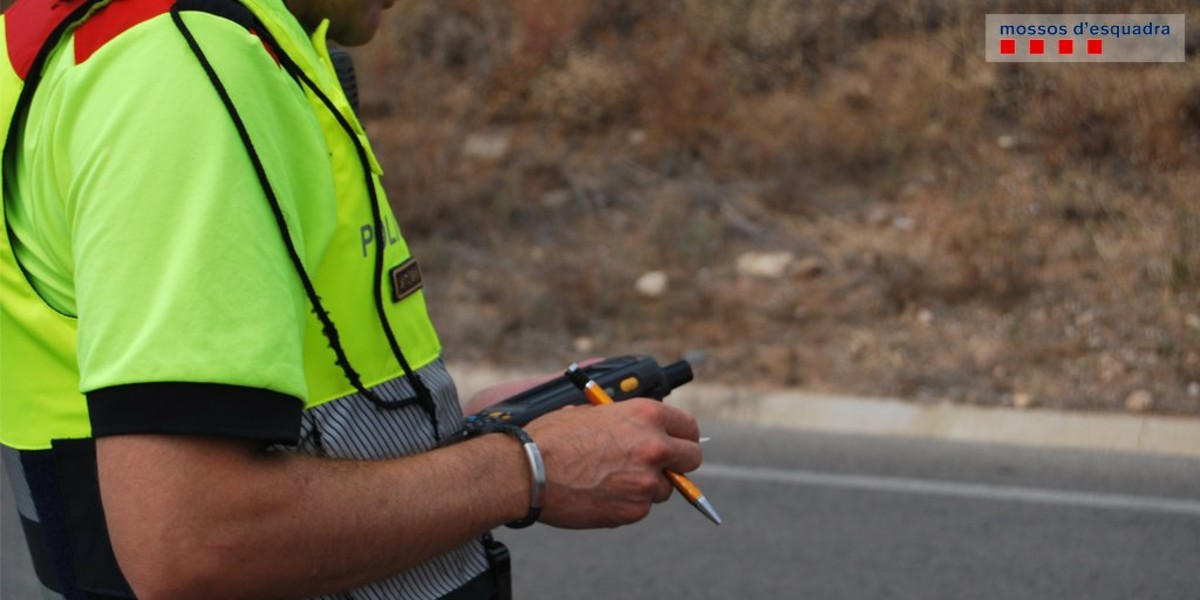 Pillado por hablar por el móvil un conductor bebido, drogado y con el carnet suspendido