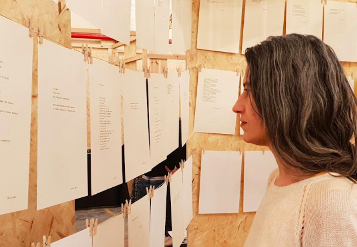 La poeta cornellanense Júlia Bel ofrecerá este miércoles un recital acompañada de la violonchelista Andrea Amado