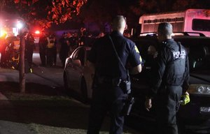 Policía y servicios de emergencia en el lugar donde se ha producido el tiroteo de Fresno, California.