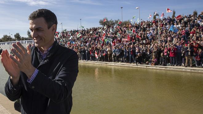 El PSOE andaluz contra Sánchez por presentarse como el candidato de la milirtancia.