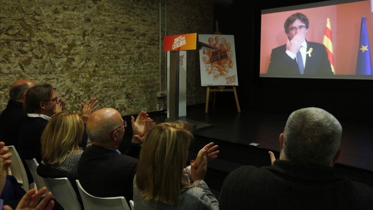 Puigdemont, este lunes, en un acto con militantes de la extinta Unió que apoyan al expresident.