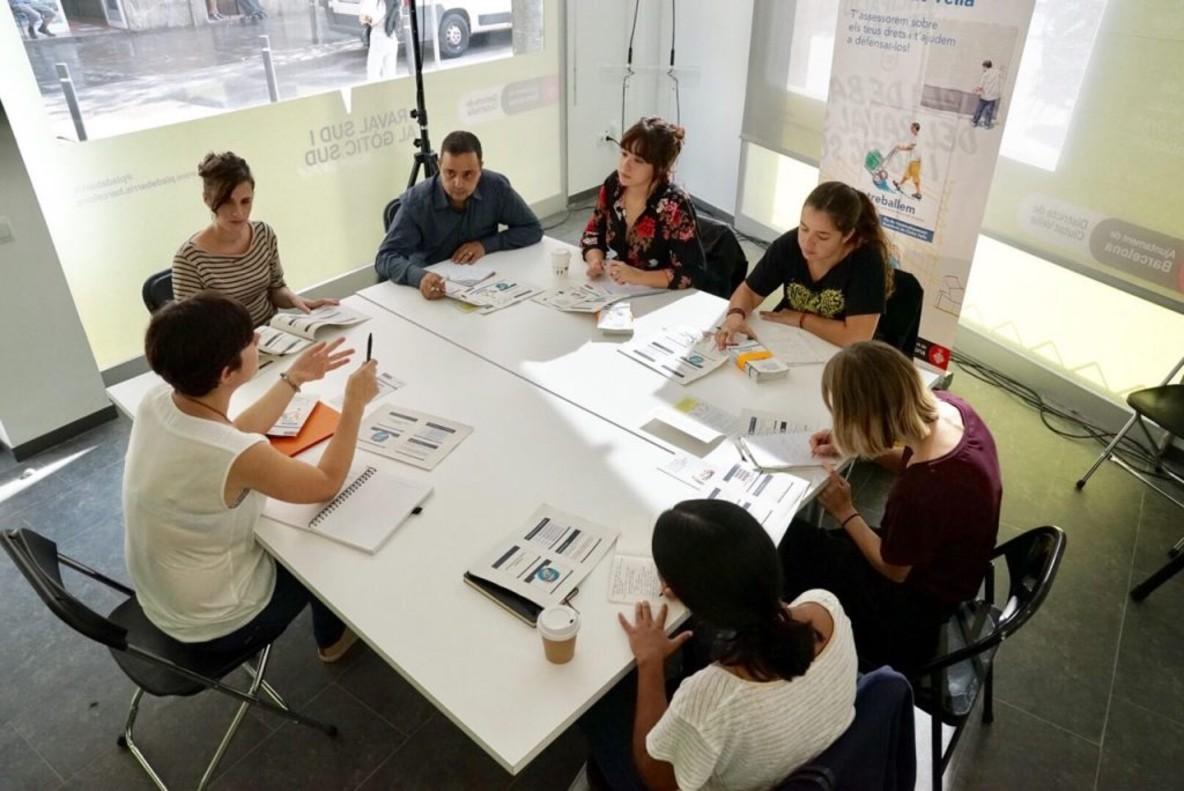 Ciutat Vella estrena el primer punt de defensa de drets laborals de Barcelona