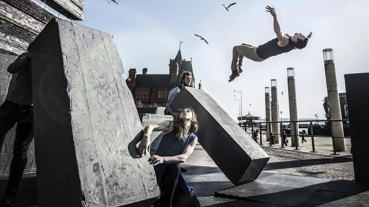 Fusión de danza y circo con las compañíasMotionhouse y NotFit State en 'Block'.