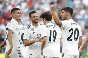 Asensio celebra un gol junto a sus compañeros en el Real Madrid-Juventus