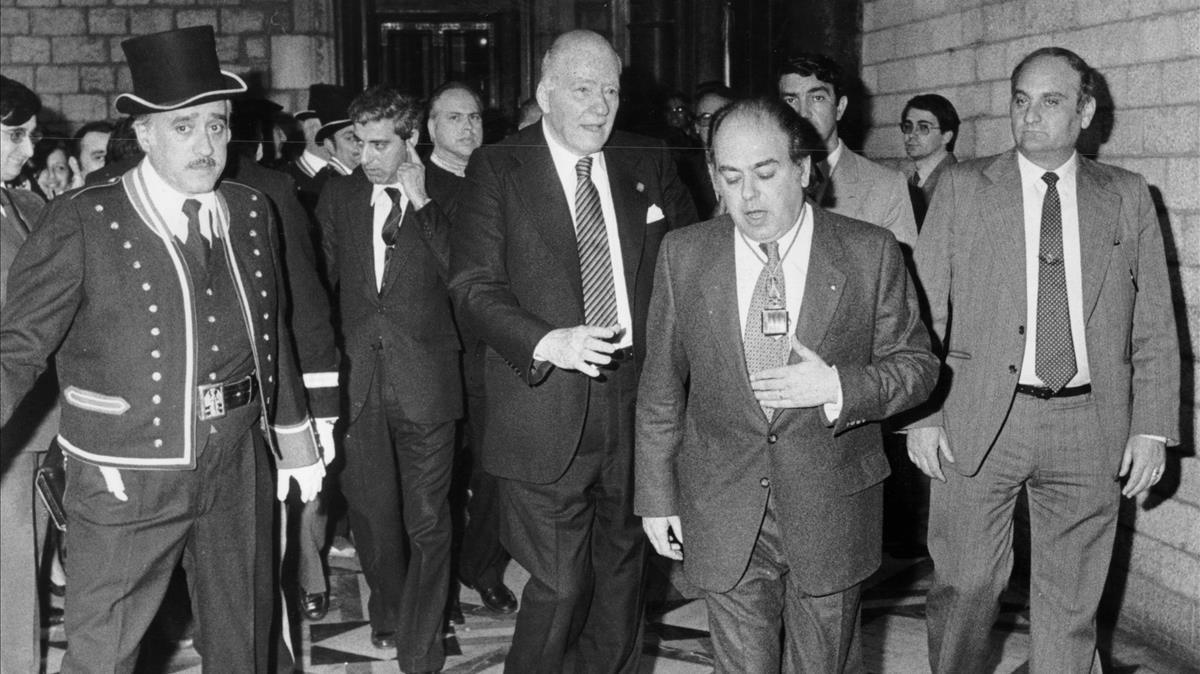 Josep Tarradellas y Jordi Pujol, en el Palau de la Generalitat, en 1980.