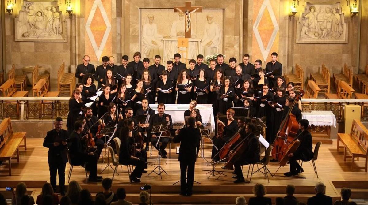 La Orquesta Sinfónica Victoria de los Ángeles y el Coro Anton Bruckner,dirigidos por Pedro Pardo,en el concierto conmemorativo del 500ºaniversario de la reforma luterana,el 1 de noviembre.