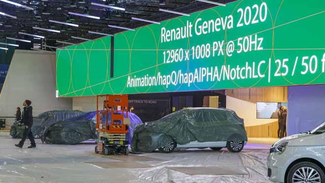 El Salón del Automóvil de Ginebra, cancelado por el coronavirus. En la foto, interior de una de las marcas en el salón, que finalmente ha sido suspendido.
