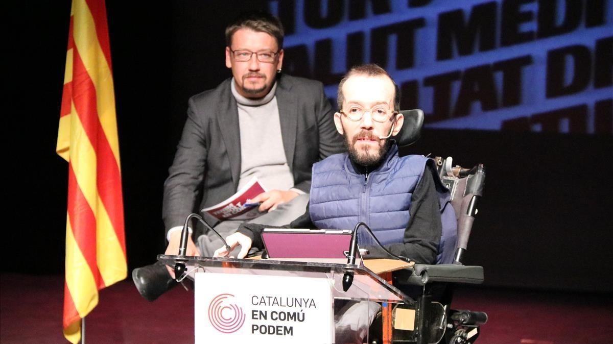 El secretario de organización de Podemos, Pablo Echenique, y el candidato de Catalunya en Comú, Xavier Domènech, este jueves, en El Vendrell.