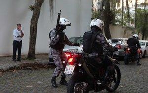 El número de efectivos policiales que acompaña a Bolsonaro aumentó de 25 a 30, e incluye algunos agentes del batallón de choque de la Policía Militarizada de Río de Janeiro.