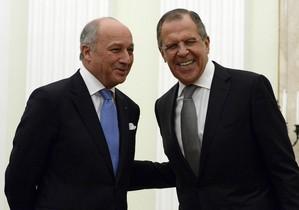 El ministro de Exteriores francés, Laurent Fabius (a la izquierda), y su homólogo ruso,Sergey Lavrov.