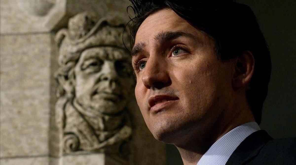 El Primer Ministro de CanadáJustin Trudeau dirigiéndose a los medios.