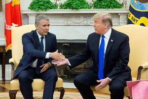 El presidente estadounidense  Donald Trump recibe al presidente de Colombia  Ivan Duque. EFE  Michael Reynolds