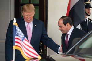 El presidente de los Estados Unidos,Donald Trumprecibe a su homologo egipcio,Abdel Fattah Al-Sisi. EFE