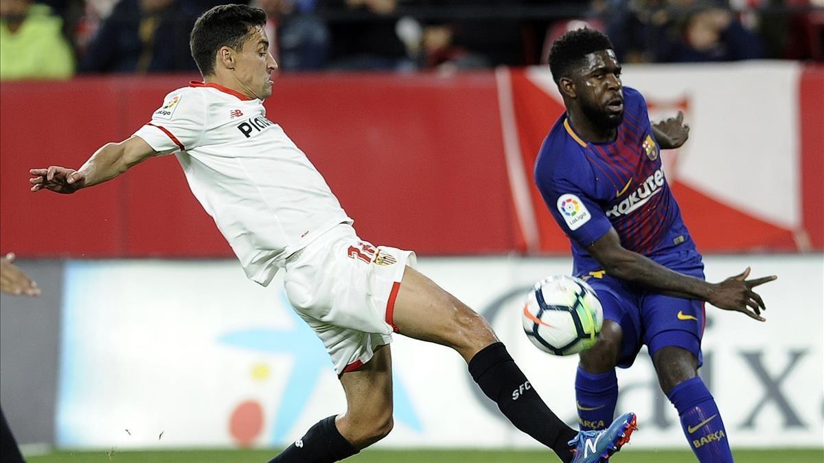 Umtiti durante el Sevilla-Barça ante Jesús Navas en el Sánchez Pizjuán.