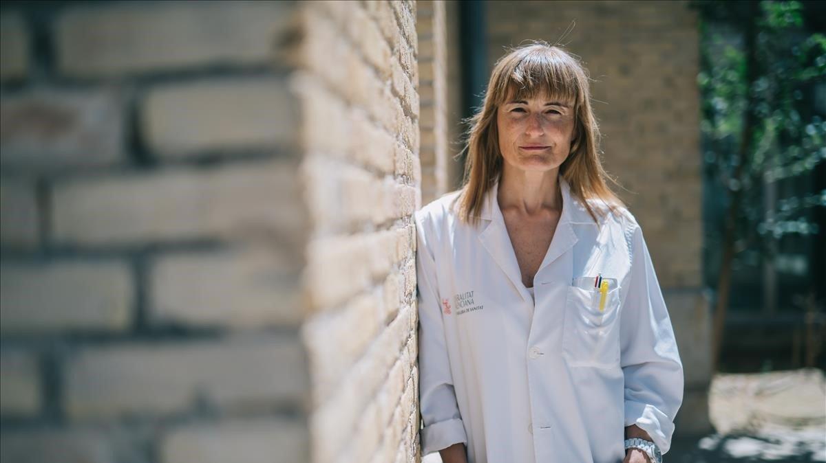 La médica Ana María Furióa la salida del Centro de Salud Serreria IIen València, el viernes.