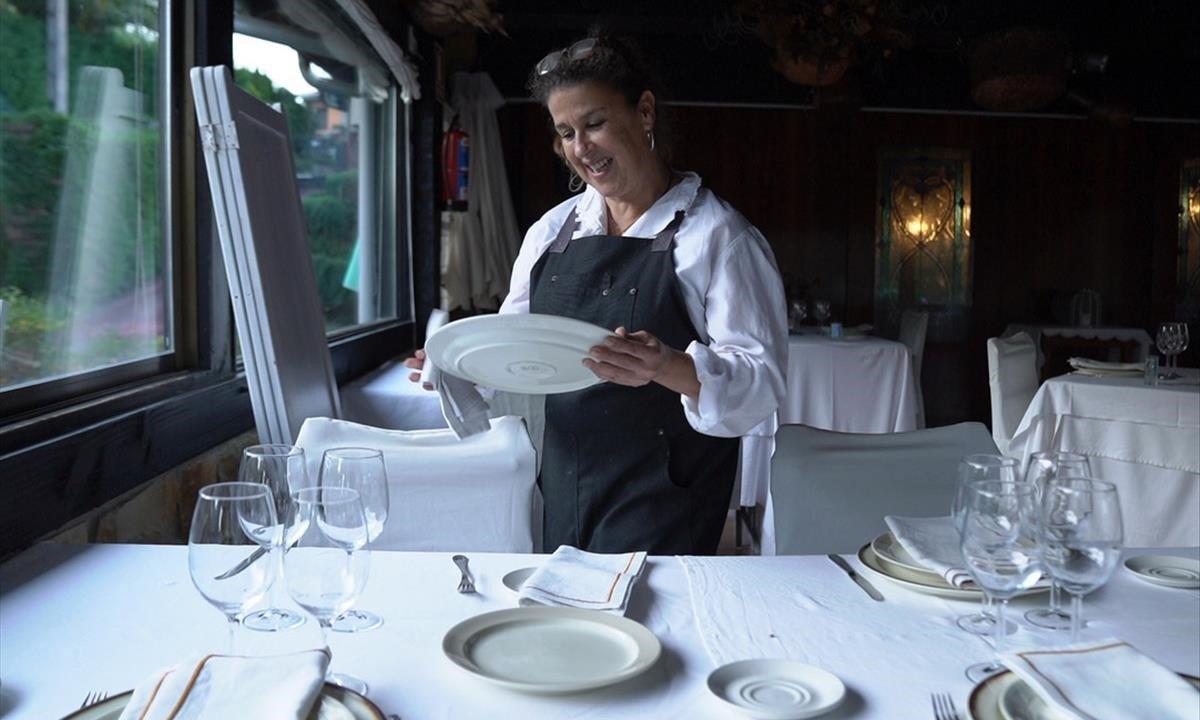 Iratxe Rementeria, empresaria hostelera, en su restaurante caserío de Muxika.