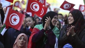 Varias mujeres en la celebración del quinto aniversario de la caída de Ben Alí.