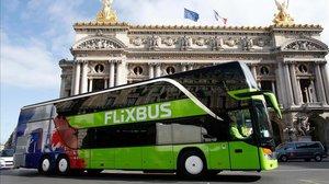 Un vehículo de Flixbus en París, en mayo del 2015.