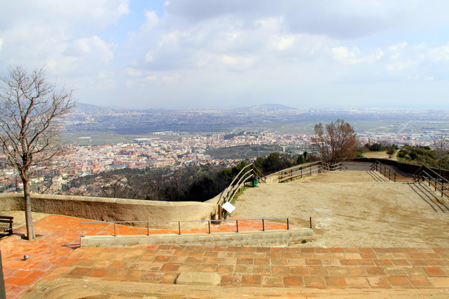 Vista de Sant Boi de Llobregat desde la montaña de Sant Ramon.