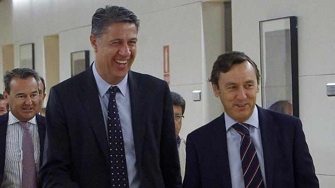 El candidat popular a la Presidència de la Generalitat, Xavier García Albiol, acompanyat pel portaveu parlamentari del PP, Rafael Hernando, aquest dimarts.