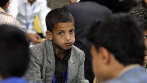 Un grupo de niños huérfanos en un comedor popular en Saná, la capital del Yemen.