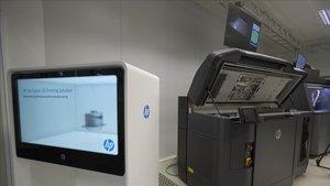 Usuaris d'impressores 3D de Badalona s'ofereixen per fabricar material sanitari