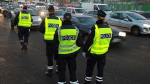 Control policial en las calles de París, este martes.