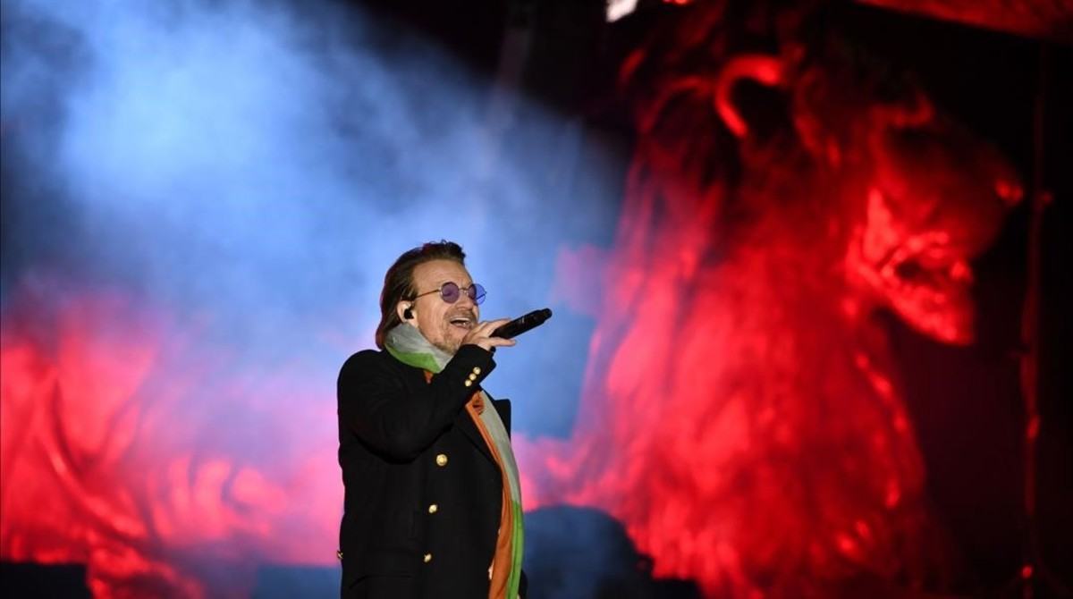 Bono con U2 en Trafalgar Square.