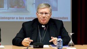 El obispo de Astorga, Juan Antonio Menendez,durante la presentación de la Jornada Mundial del Emigrante y del Refugiado 2018,en la sede de la Conferencia Episcopal deMadrid.
