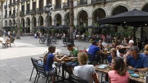 ERC pacta amb Colau la taxa de terrasses, que s'aprovarà divendres