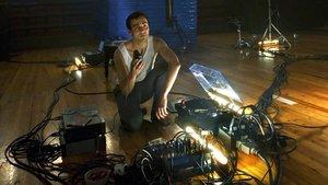 Quim Àvila, en una escena del monólogo 'Instrumental' del Espai Lliure.
