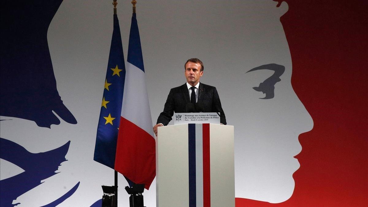 Macron reclama «una societat de vigilància» davant l'«hidra islamista»