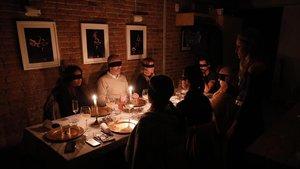 Cena-fiesta sensorial en la sede del Eixample de DeROSE Method.