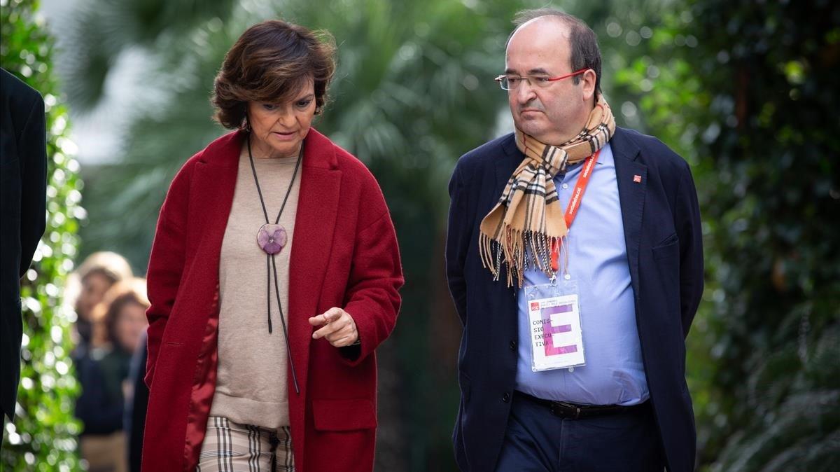 La vicepresidenta en funciones, Carmen Calvo,y el primer secretario del PSC,Miquel Iceta, en el congreso de los socialistas catalanes.