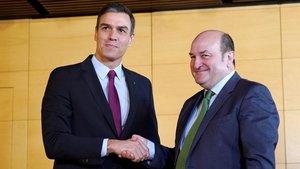 Sánchez cedeix a Euskadi i Navarra la gestió de l'ingrés mínim vital