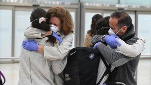 Llegada al aeropuerto de Barajas de los pasajeros procedentes de Quito (Ecuador)que viajaban en un avión de Iberia con 344 pasajeros a bordo, en su mayoría españoles.