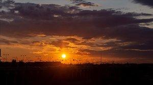 La última puesta de sol del verano, el lunes 21 de septiembre, en Zaragoza.