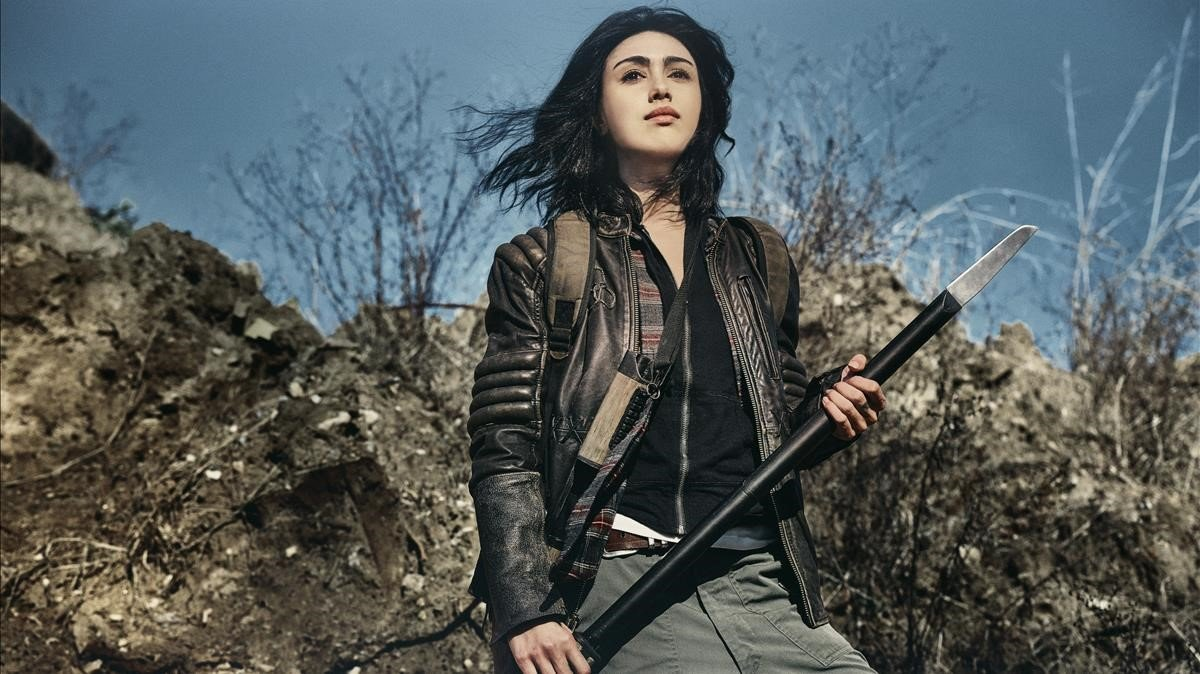 Alexa Mansour, alias Hope, en una imagen promocional de 'The walking dead: World beyond'.