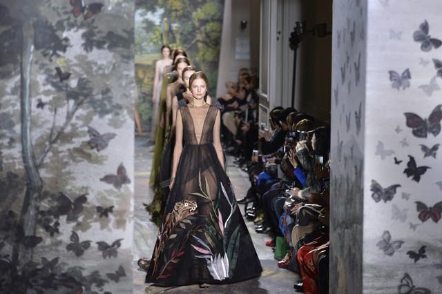 Uno de los trajes de la colección para alta costura de la firma Valentino.