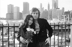John Lennon y Yoko Ono, en Nueva York, donde el exbeatle fue abatido por un fan perturbado.
